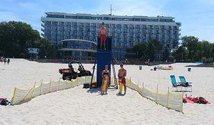 Ratownicy WOPR na plaży w Kołobrzegu