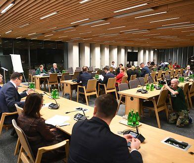 Posiedzenie komisji sprawiedliwości. Posłowie mają zaopiniować kandydatury Krystyny Pawłowicz i Stanisława Piotrowicza do TK