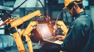 Coboty Universal Robots - czym się charakteryzują? Dlaczego warto w nie zainwestować? -