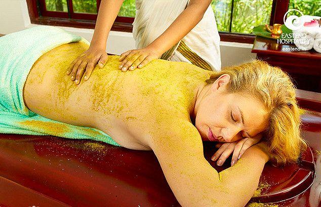 Kobieta w czasie masażu ujędrniającego
