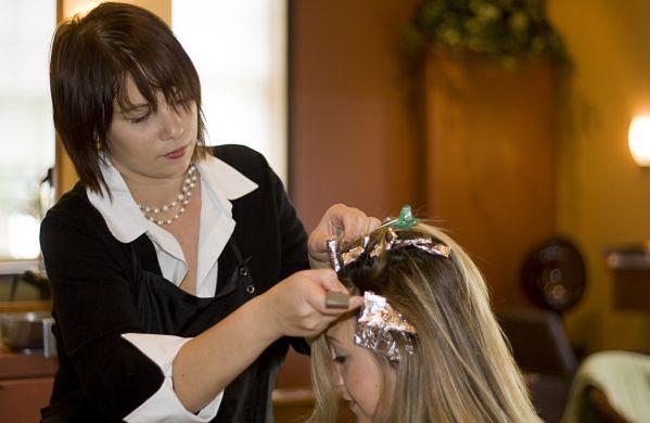 Farbowanie włosów w salonie