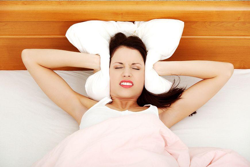 Zasypiaj z dala od hałasów