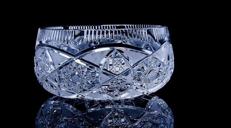 Kryształowe naczynia ozdobne także mogą być czyszczone za pomocą tabletek do protez