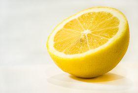 10 powodów, dla których warto jeść cytrynę