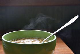Sprawdź wartość odżywczą zupy serowej z makaronem