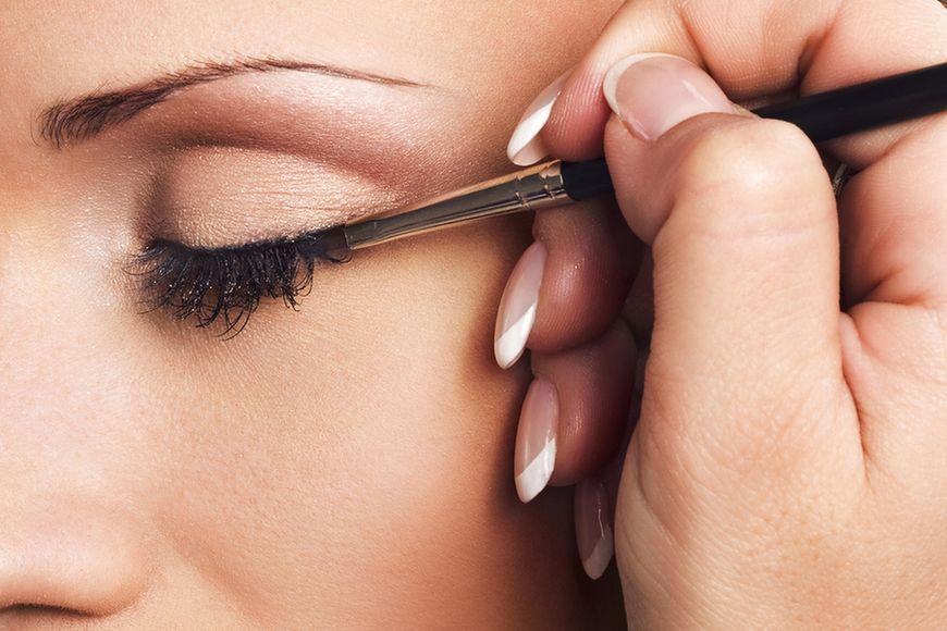 Stosowanie eyelinera