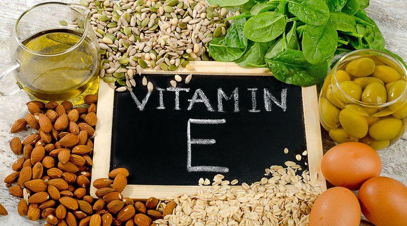Jajka, oliwki, pestki dyni oraz olej roślinny, to produkty zasobne w witaminę E