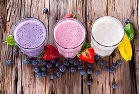 Poznaj proste przepisy na domowe smoothies pełne protein