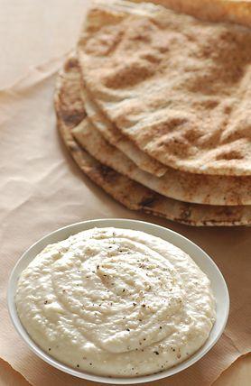 Podaj dip serowy do omletów i dodaj im jeszcze więcej smaku