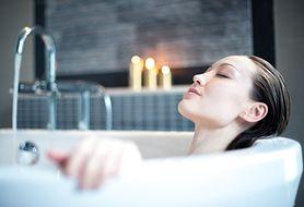 Oto 10 sposobów, aby zamienić zwykłą kąpiel w relaksujące spa