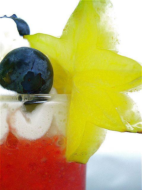 Owocowy koktajl z truskawkami