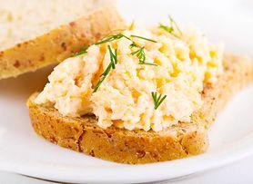 Pasta jajeczna z kukurydzą - super pomysł na pożywne śniadanie