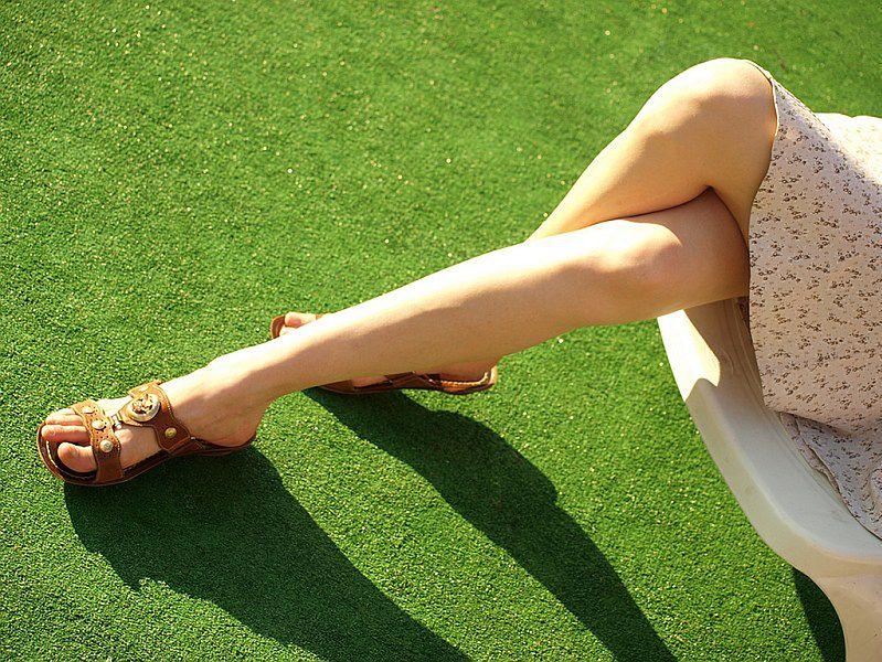 Szczupłe damskie nogi