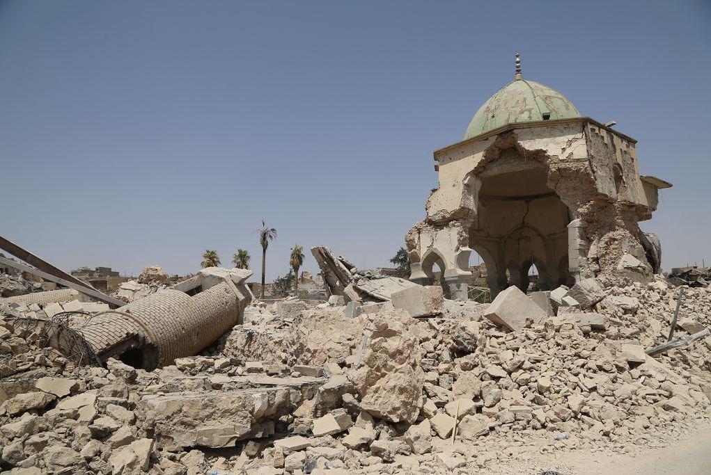 Zniszczony meczet Al-Nouri  w Mosulu