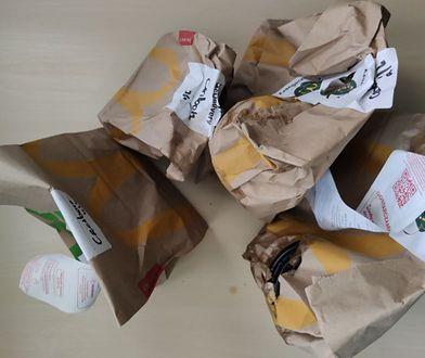 Cztery papierowe torby - i trzy zbędne