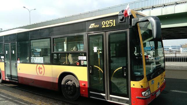 Autobus z polską flagą