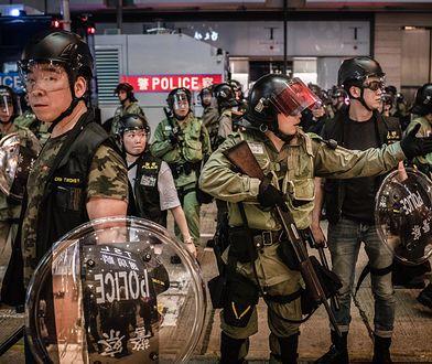 TikTok. Policja podczas protestów w Hongkongu.