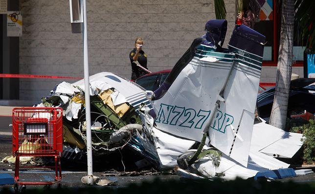 USA. Samolot spadł na parking przed sklepem. Nikt nie przeżył