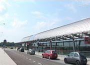 Ruszyła naprawa pasa startowego w Modlinie