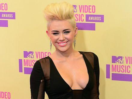 Miley Cyrus skupiona na chłopaku