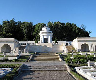 Lwów: Polscy studenci zatrzymani na Cmentarzu Orląt. Chcieli odpalić race.