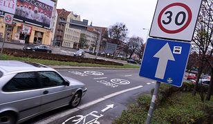 Strefy o ograniczonej prędkości mają zwiększać bezpieczeństwo.