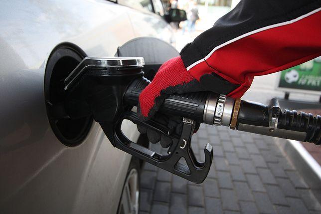 4,6 zł za litr benzyny 95 i 4,5 zł za litr diesla - tyle, zdaniem Jakuba Boguckiego z e-petrol, będą kosztować paliwa do końca roku