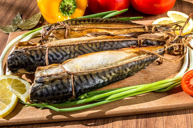 Wędzona makrela jest dobry źródłem białka (ok. 20 g w 100 g produktu) i zdrowych tłuszczów, m.in. kwasów omega-3.