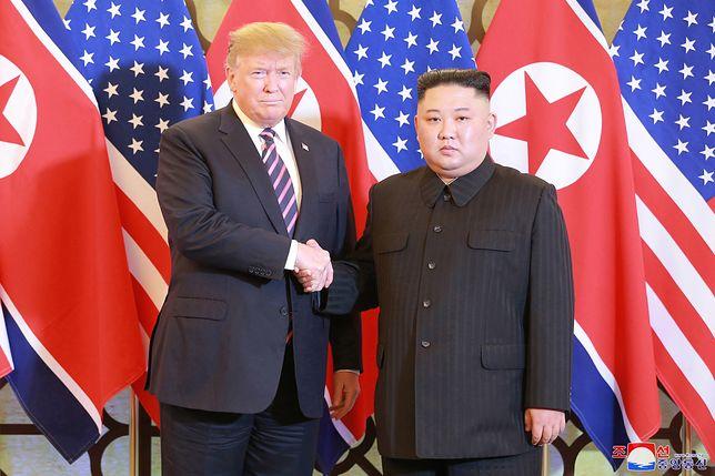 Miny Trumpa i Kima ściskających dłonie nie wróżyły nic dobrego