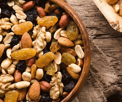 Od orzeszków ziemnych po kakao. Skąd się biorą dobre składniki w czekoladzie?