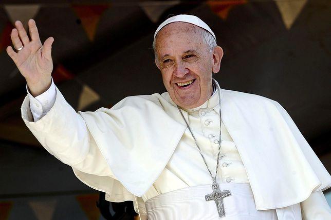 Papież Franciszek opowiada się za przyjmowaniem uchodźców.