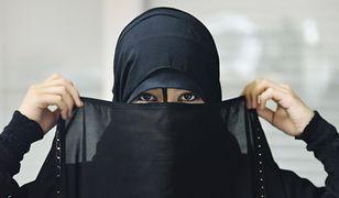 """Areszt za noszenie krótkiej spódniczki. Saudyjska """"policja religijna"""" błyskawicznie zatrzymała dziewczynę"""