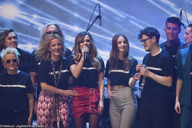 Gwiazdy koncertu wystąpiły w identycznych koszulkach