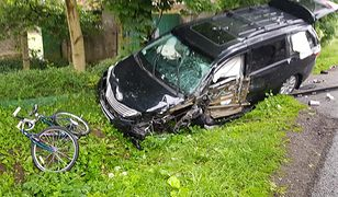Samochód uderzył w rowerzystów. Osiem osób zostało rannych