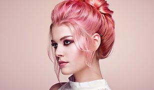 Różowe złoto na głowie, czyli truskawkowy blond wciąż w modzie