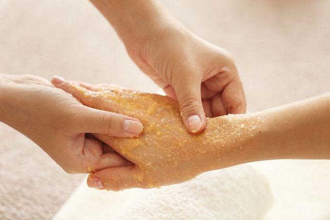 Najlepsze sposoby na radzenie sobie z suchymi dłońmi
