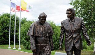 Gdańsk. Pomnik Jana Pawła II i Ronalda Reagana