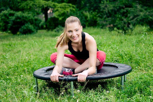 Ćwiczenia na trampolinie to świetna zabawa