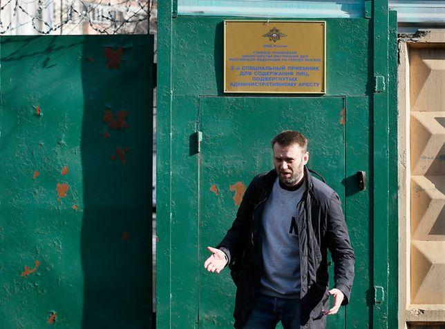 Aleksiej Nawalny opuszcza areszt