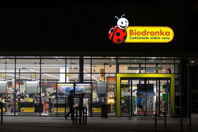 10 maja można zrobić zakupy w Biedronce, chociaż to nie jest niedziela handlowa. Zobacz, jak to możliwe