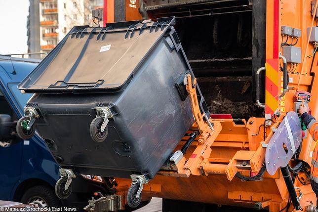 Bezdomnego zauważono, gdy zaczynał się proces prasowania śmieci