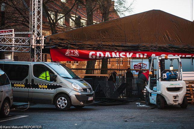 W niedzielę napastnik bez problemu wszedł na scenę i śmiertelnie dźgnął nożem Pawła Adamowicza