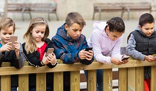 """""""Cyfrowe dzieci. Co trzeci nastolatek korzysta ze smartfona po północy"""