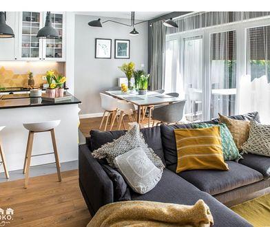 Przeniesienie kuchni rozwiązuje wiele problemów niewielkich mieszkań w bloku.