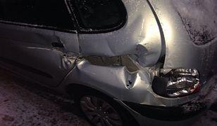 Rano zobaczyła swoje auto w takim stanie. Internauci pomogli znaleźć winnego... w zarządzie dróg
