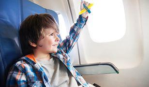 Małe dziecko w samolocie