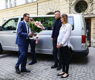 Zobacz, jakie auto premier podarował rodzicom sześcioraczków. Miejsca nie zabraknie