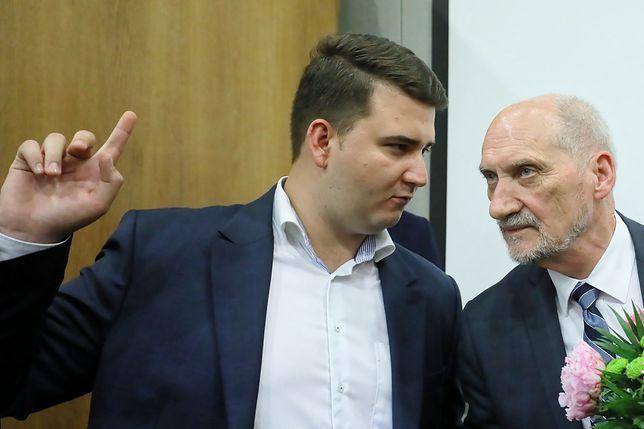 Bartłomiej Misiewicz i Antoni Macierewicz na początku czerwca wspólnie uczestniczyli w konferencji na temat bezpieczeństwa