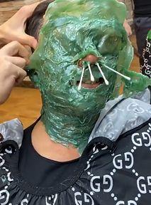 Czas powiedzieć STOP depilacji twarzy na TikToku