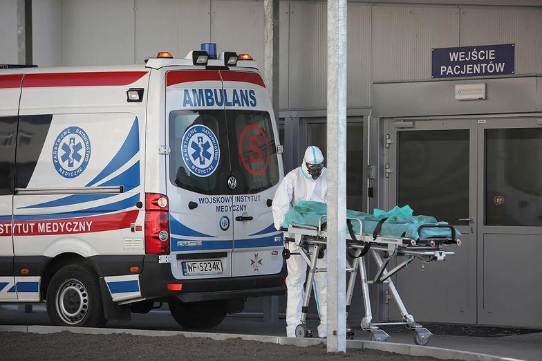 62-latka zmarła na schodach szpitala. Rodzina twierdzi, że nikt nie chciał jej pomóc